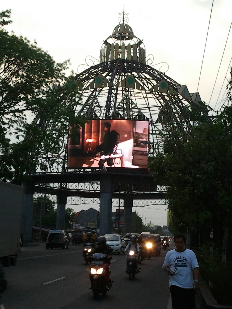 Outdoor roof mounted LED Display screen